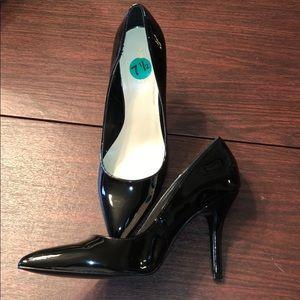Nine West Black Patent Heel/Pump 7.5 NEW